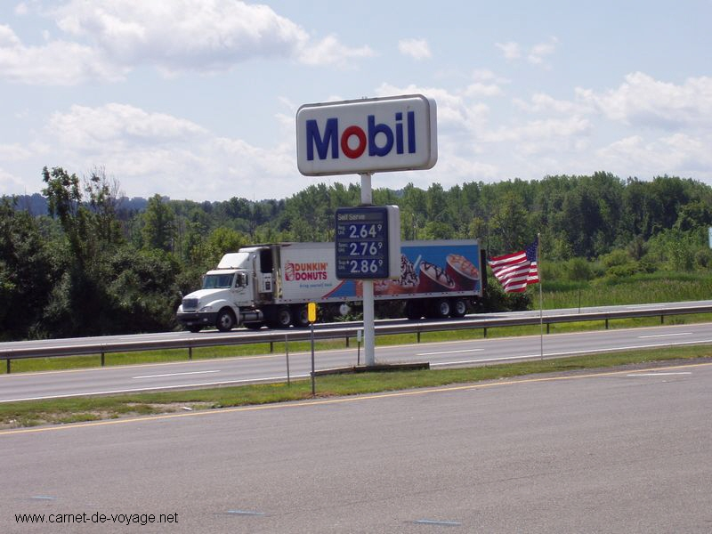 carnet-de-voyage on the road to niagara falls on interstate 81